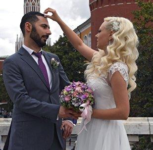 Lui straniero, lei russa: una coppia sulla Piazza Rossa
