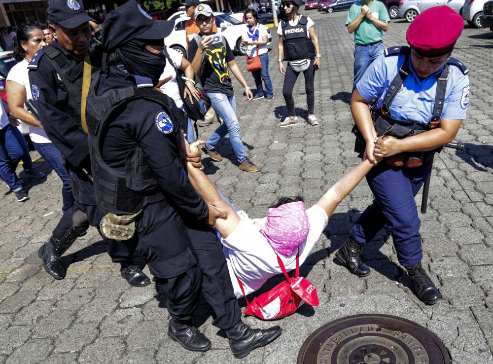 La polizia di Nicaragua al lavoro.