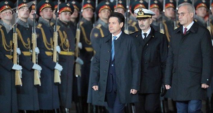 Il capo del governo italiano Giuseppe Conte è arrivato per la sua prima visita ufficiale in Russia