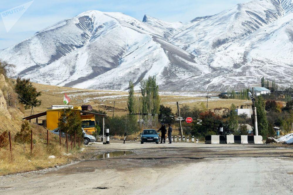 Il posto di controllo nella zona di Shamsiddin Shohin, Tagikistan