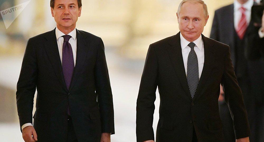 L'incontro tra Giuseppe Conte e Vladimir Putin