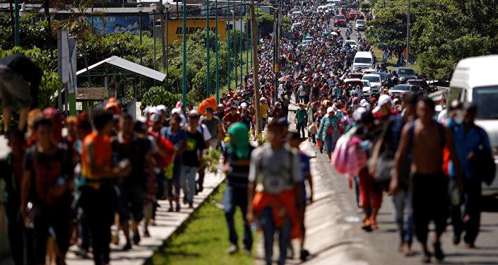 Carovana di migranti centroamericani in marcia verso gli Stati Uniti