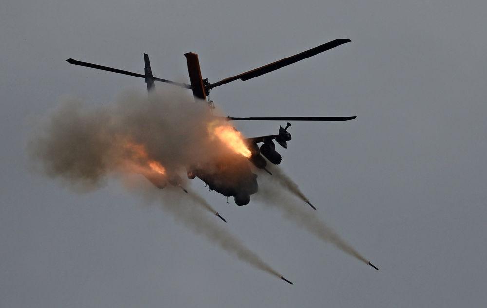 L'elicottero Ka-52 Alligator durante le esercitazioni Armiya-2016.