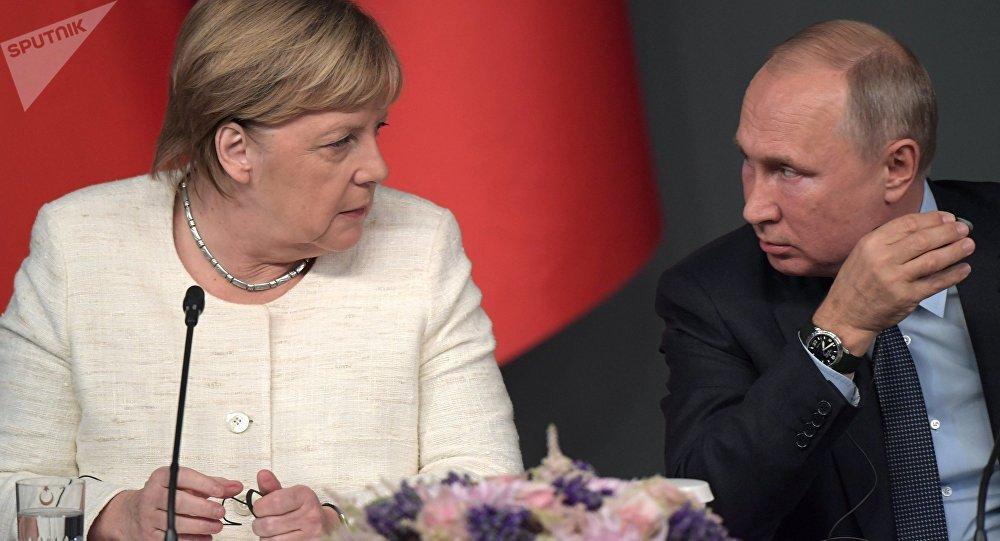 Ottobre 27, 2018, L'incontro sulla Siria tra Vladimir Putin e Angela Merkel