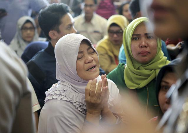 Disperazione tra i parenti delle vittime del volo JT610 della Lion Air