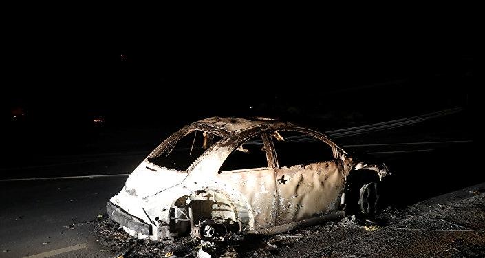 Macchina abbandonata in California durante l'incendio
