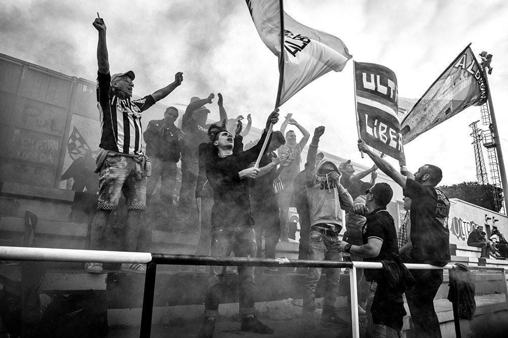 Gli ultras dell'Albenga allo stadio