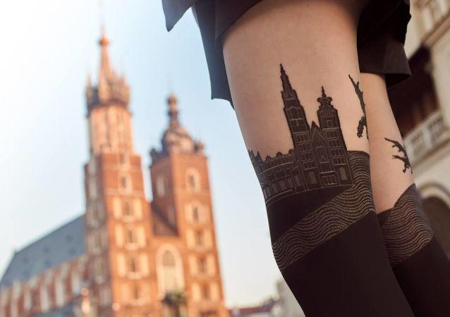 """In Polonia clamore per """"una chiesa sotto la gonna"""""""