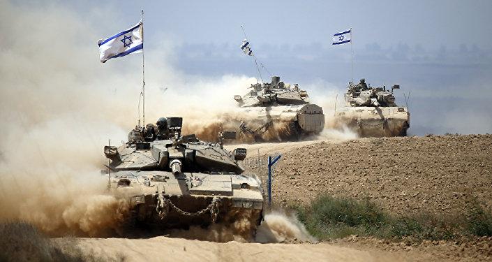 Tank israeliani presso la Striscia di Gaza