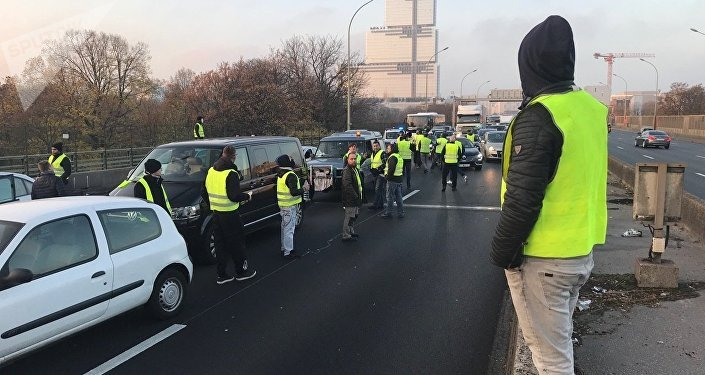Proteste in Francia contro il caro-benzina