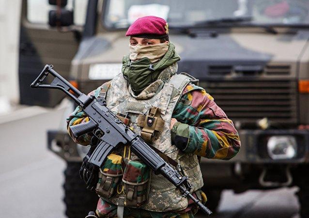 Una donna soldato belga