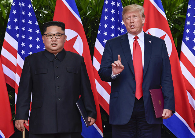 Donald Trump e Kim Jong-un al summit di Singapore (foto d'archivio)