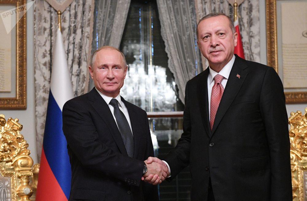 Vladimir Putin e Recep Erdogan durante l'incontro ad Istanbul.