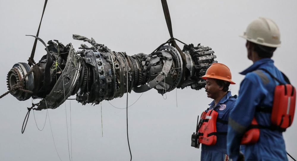Motore dell'aereo schiantatosi in Indonesia