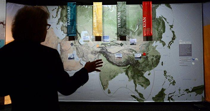 L'esposizione Viaggiano lungo la Via della Seta: una via antica al mondo moderno al museo della storia natura a Los Angeles, California.