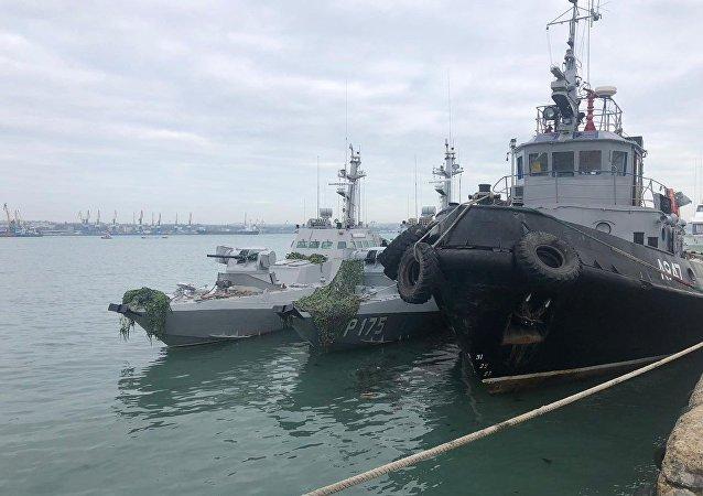 Le navi ucraina detenute al porto di Kerch