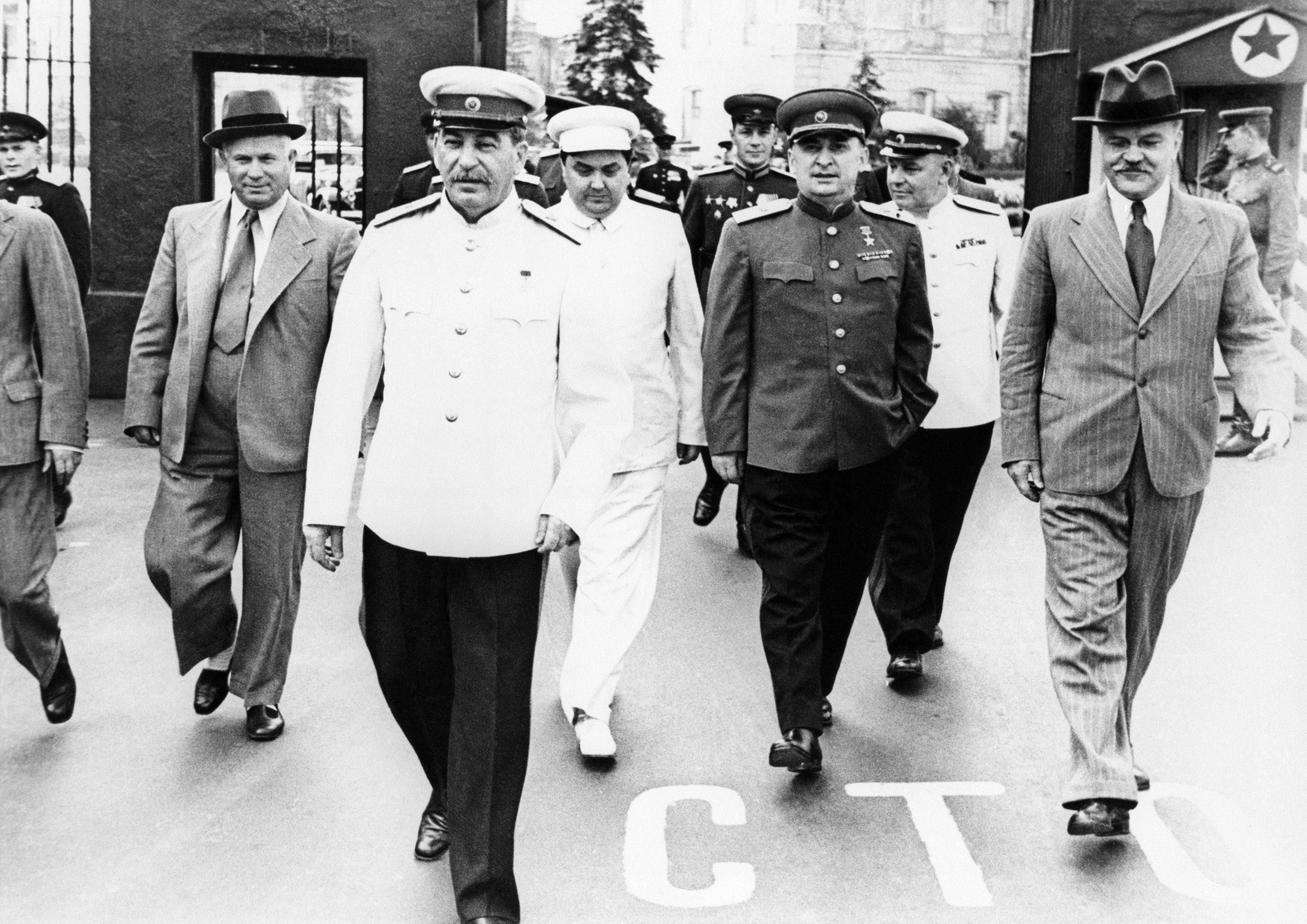 Nikita Khruschev, Josef Stalin, Georgy Malenkov, Lavrenty Beriya, Vyacheslav Molotov