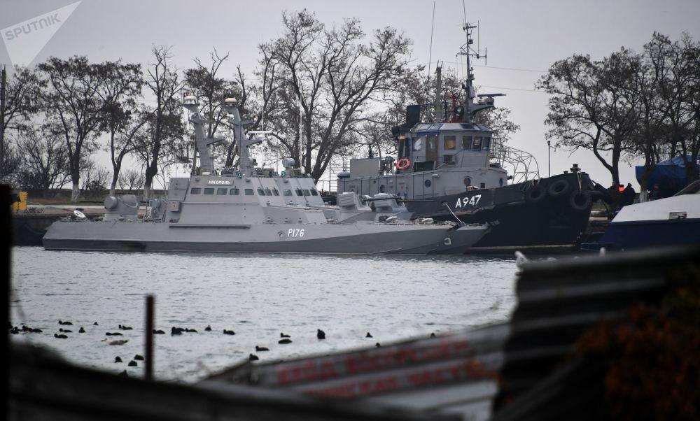 Le navi ucraine sequestrate: Nikopol, Berdyansk e Yani Kapu.
