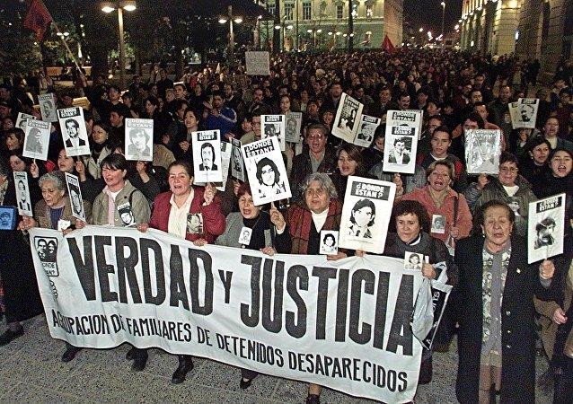 I parenti delle vittime del regime di Pinochet