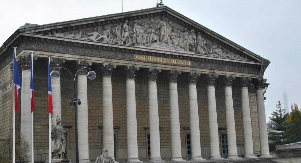 Parlamento francese vuole votare mozione di sfiducia for Ricerca sul parlamento