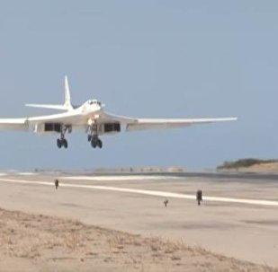 Due TU-160 atterrano in Venezuela