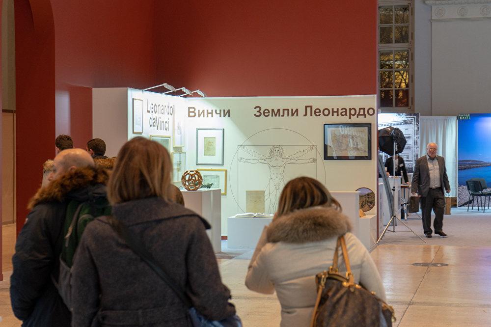 Visitatori nei padiglioni della mostra Buongiorno Italia