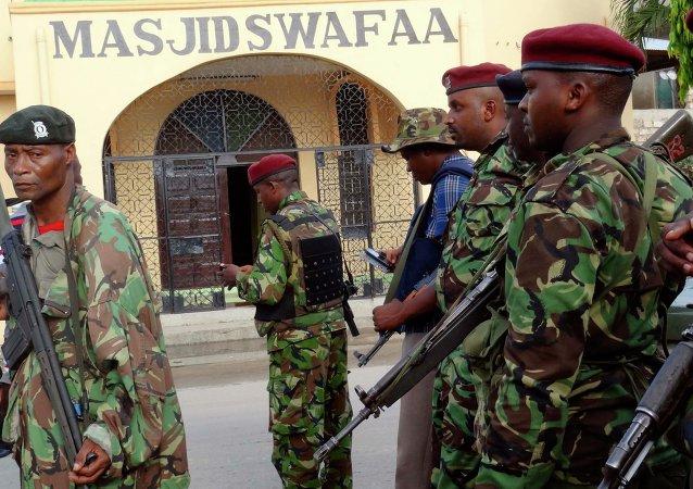 Agenti della polizia in Kenya
