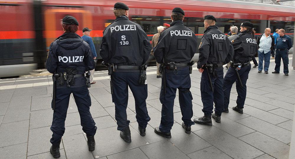 Poliziotti austriaci (foto d'archivio)