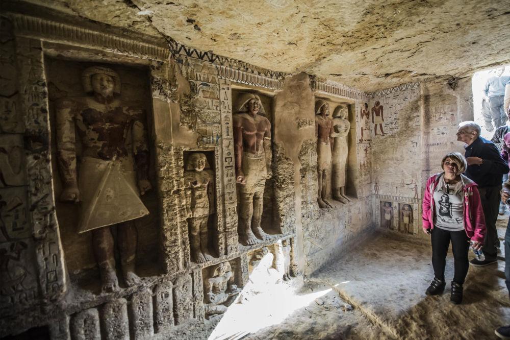 Il sacrofago del necropoli di Saqqara nel Egitto  scoperto poco tempo fa.