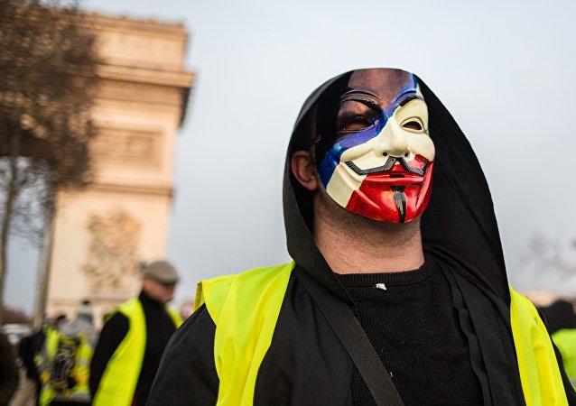Partecipante delle proteste dei gilet gialli in Francia