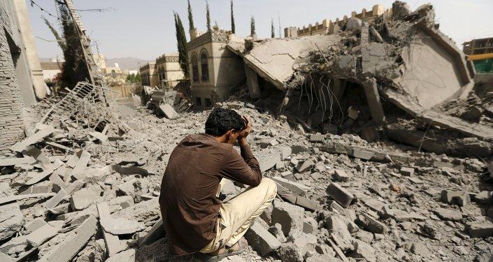 Bombardamenti a Sana'a, la capitale dello Yemen (foto d'archivio)