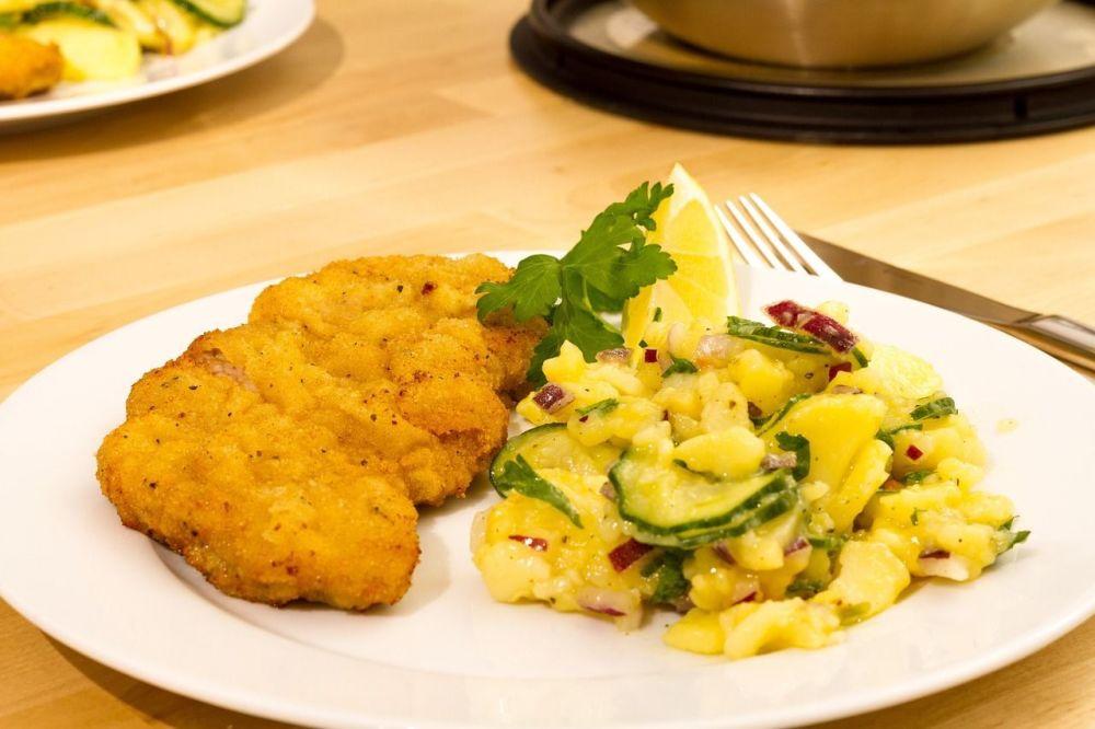 Cotoletta e insalata di patate (Wiener Schnitzel - tipicità viennese)