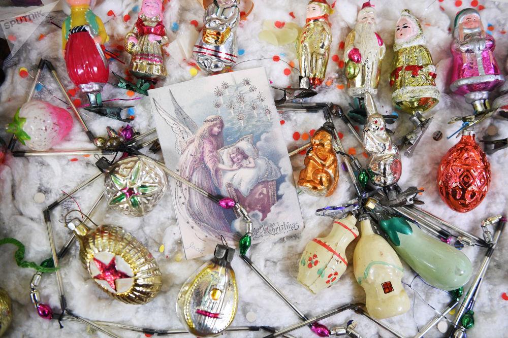 Mostra degli addobbi natalizi del secolo scorso a Tula.