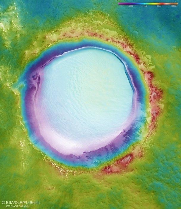 """La ripresa topografica di un """"lago innevato"""", Marte"""