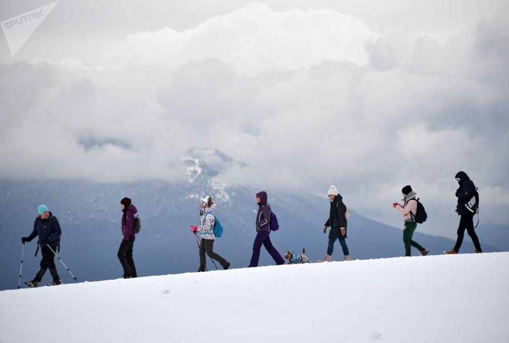 I turisti alla montagna Ai-Petri.
