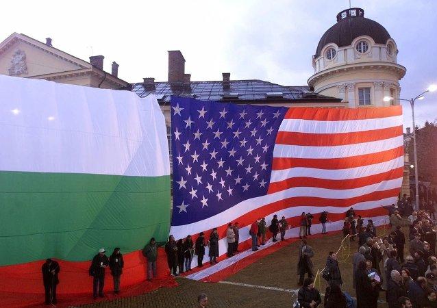 Bandiere della Bulgaria e degli USA