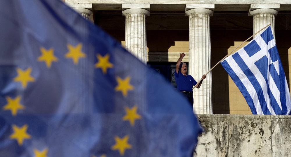 Il parlamento di Atene ha approvato l'accordo firmato martedì scorso tra governo ellenico e creditori internazionali sul terzo piano di salvataggio greco