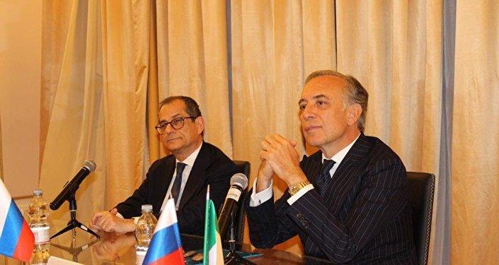 Il ministro Tria insieme all'ambasciatore d'Italia in Russia Pasquale Terracciano