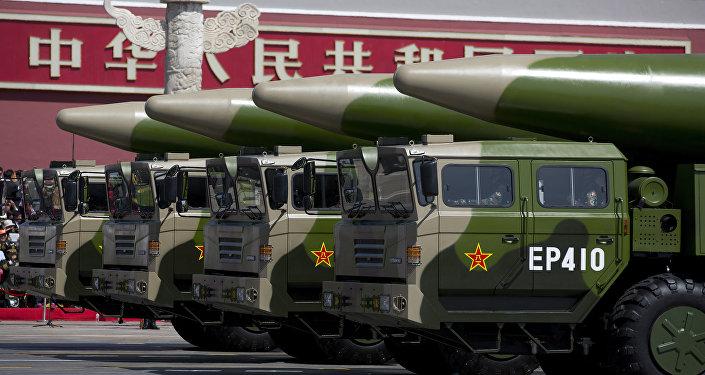 Missilie balistico DF-26 durante parata.