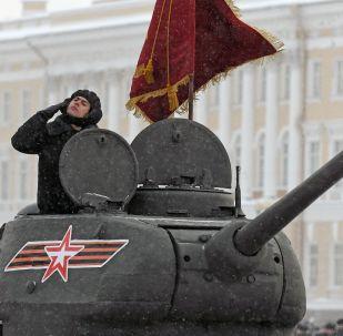 La parata per il 75° anniversario della liberazione di San Pietroburgo