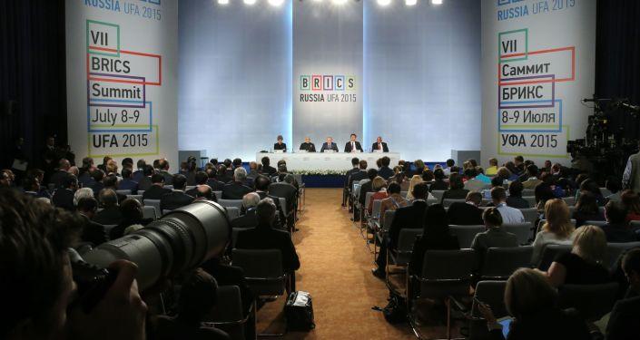 Firma dei documenti finali del vertice BRICS ad Ufa