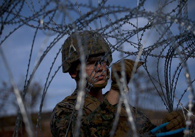 Soldato americano a difesa del confine col Messico (foto d'archivio)