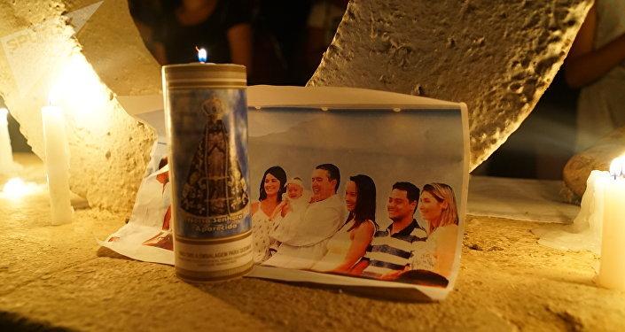 La foto di una famiglia morta nel crollo della diga.