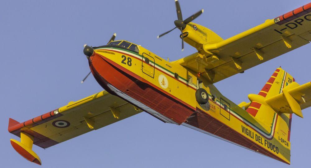 L'aereo Bombardier CL-415 dei Vigili del Fuoco