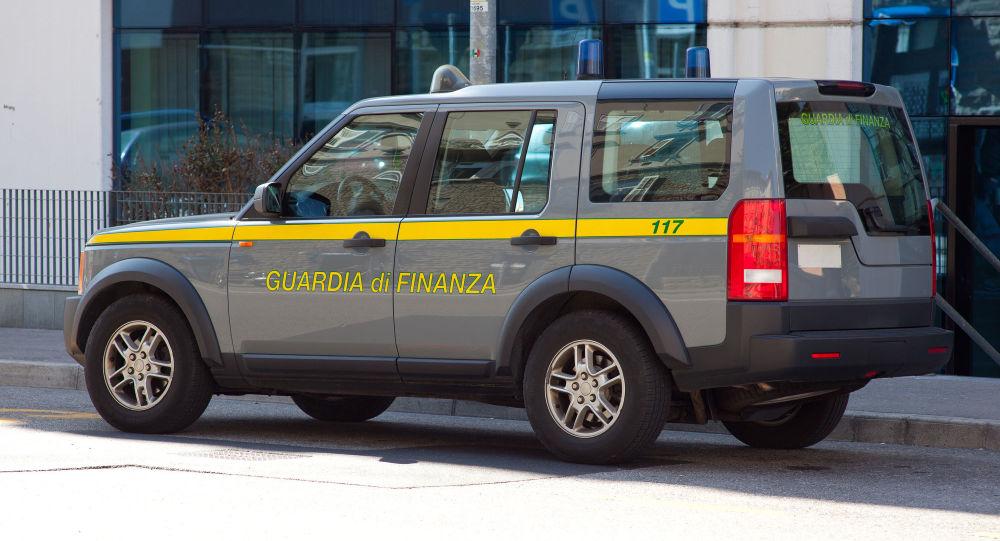 L'autoveicolo della Guardia di Finanza italiana