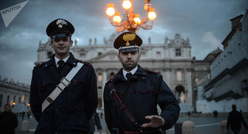Carabinieri alla Piazza San Pietro