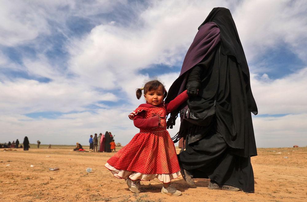 Una rifugiata con sua figlia in Siria.