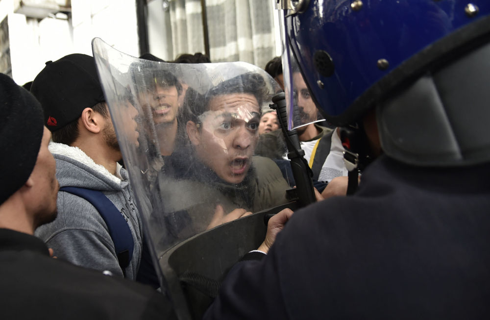 La manifestazione degli studenti contro il presidente Abdelaziz Bouteflika in Algeria.