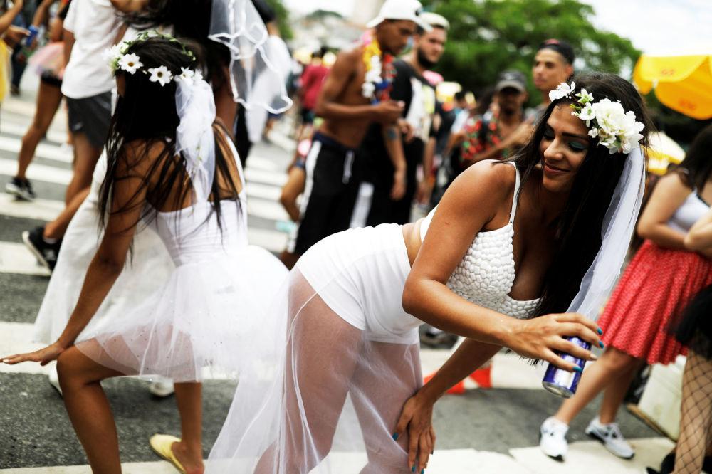 Le partecipanti dell'evento annuale Casa Conmigo (Sposami) a San Paolo, Brasile.