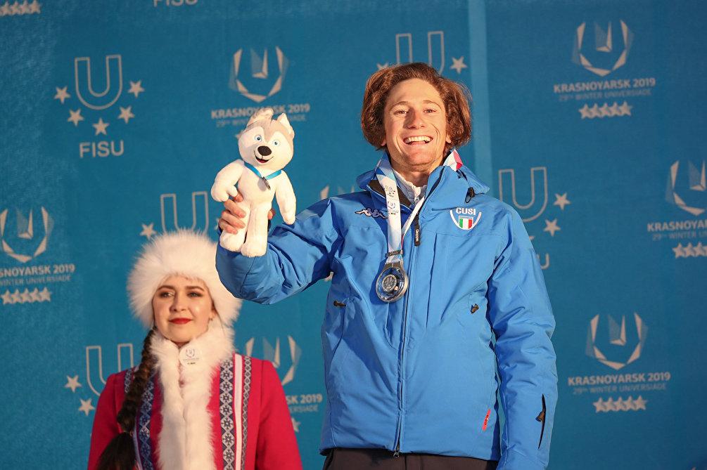 Alberto Blengini sorridente sul podio delle Universiadi